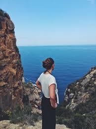 genieten van het uitzicht tijdens een wandeling